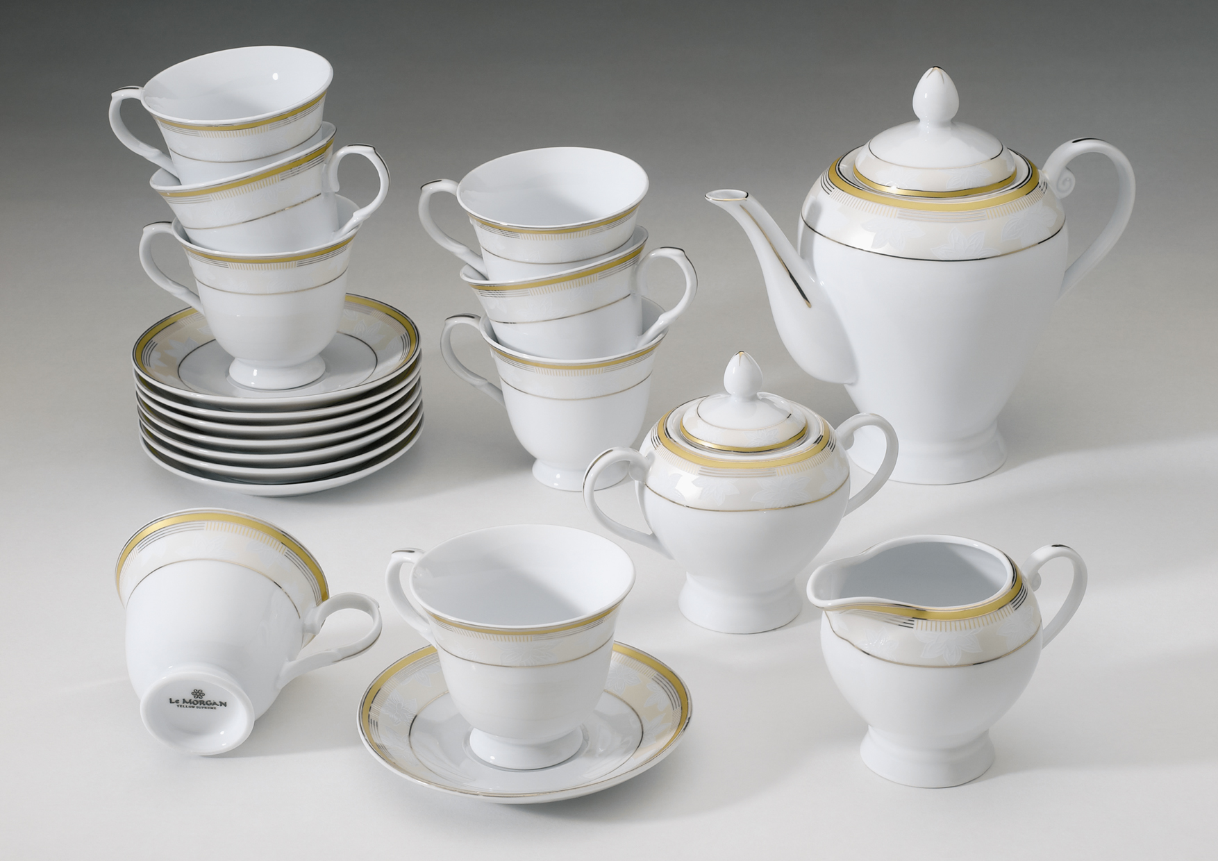 A tea set. What is included in the set for the tea ceremony 97
